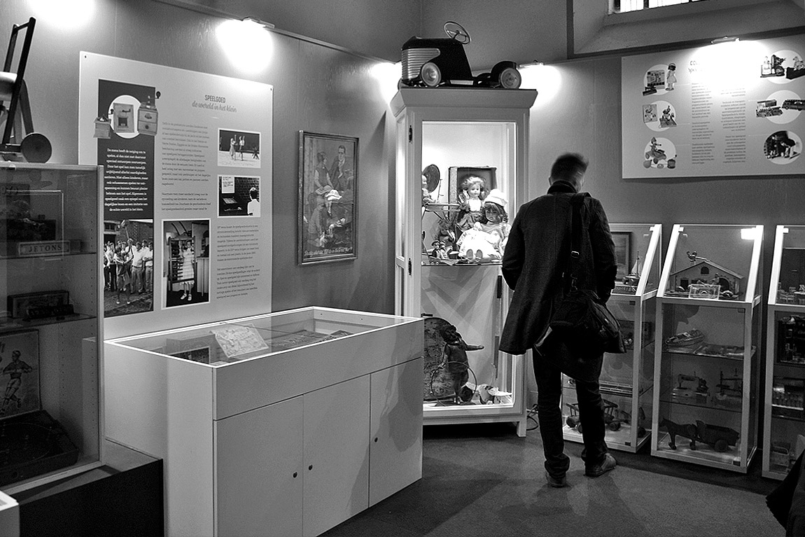 Pop-up expo 'Collectie De Speelberg' in de Sint-Laurentiuskerk in Kemmel